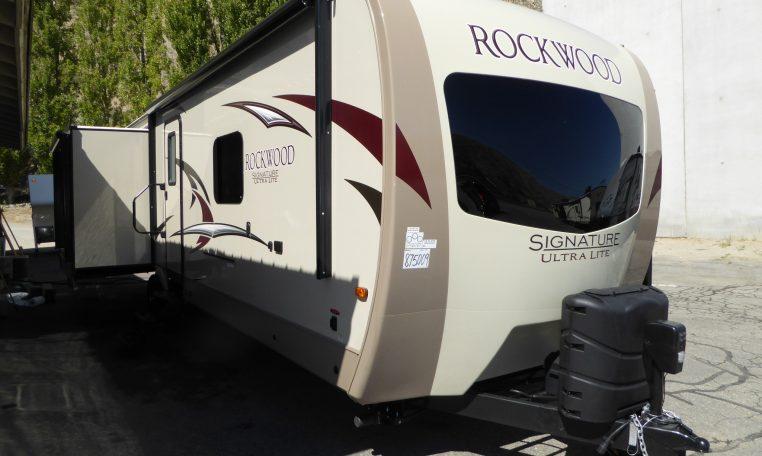 2017 Rockwood Signature 8329SS Stock # R75009